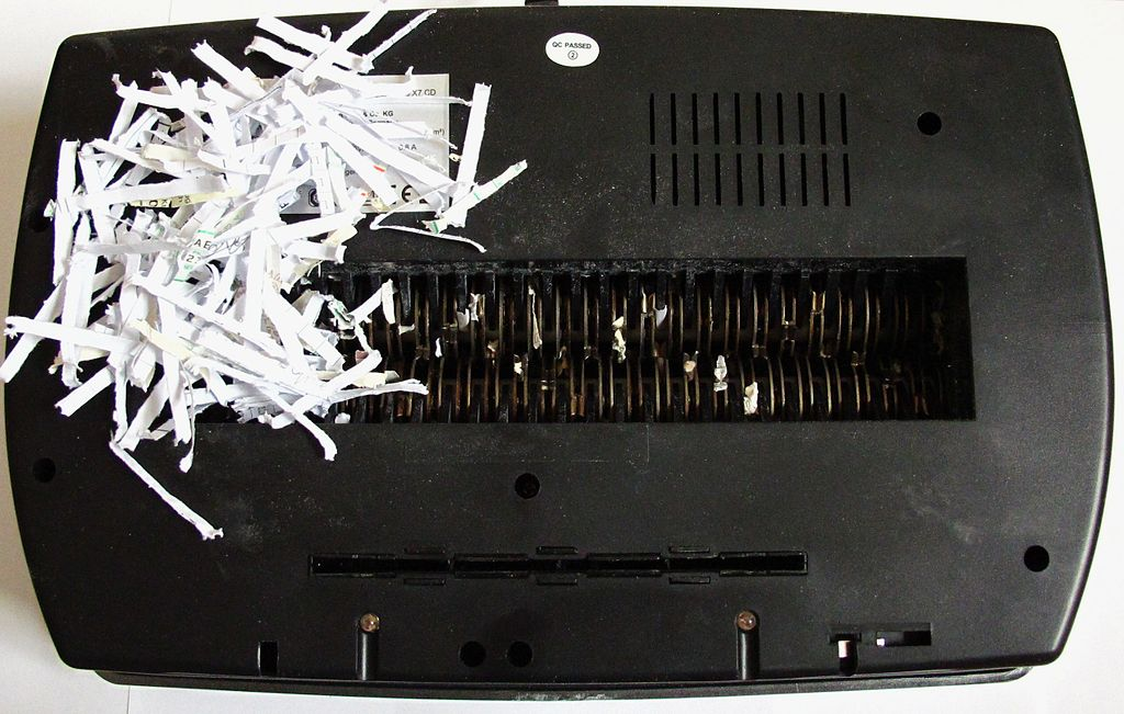 1024px-Cutting_head_of_a_paper_shredder.jpg
